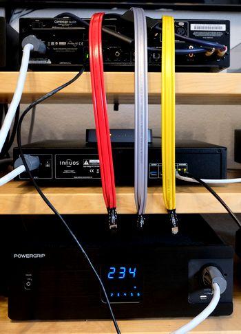HiFi- und High End Cat-8 LAN-Ethernet-Kabel im Test. Hier Wireworld Chroma, Platinum und Starlight Platinum. Im Bild der Versuch-Aufbau.