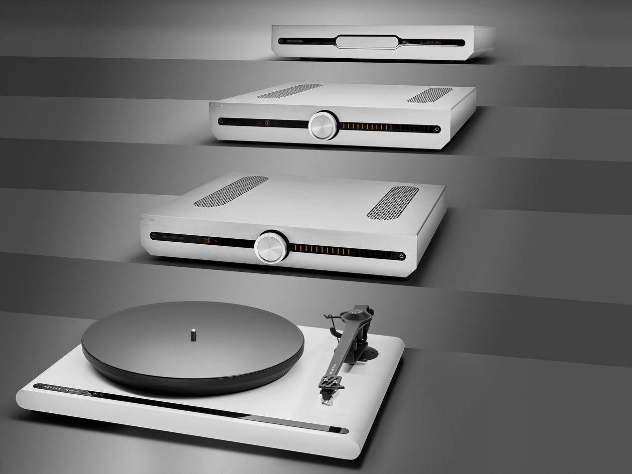 Im Bild die neuen High End Geräte von Roksan: Plattenspieler, Streaming-Vollverstärker und CD-Laufwerk