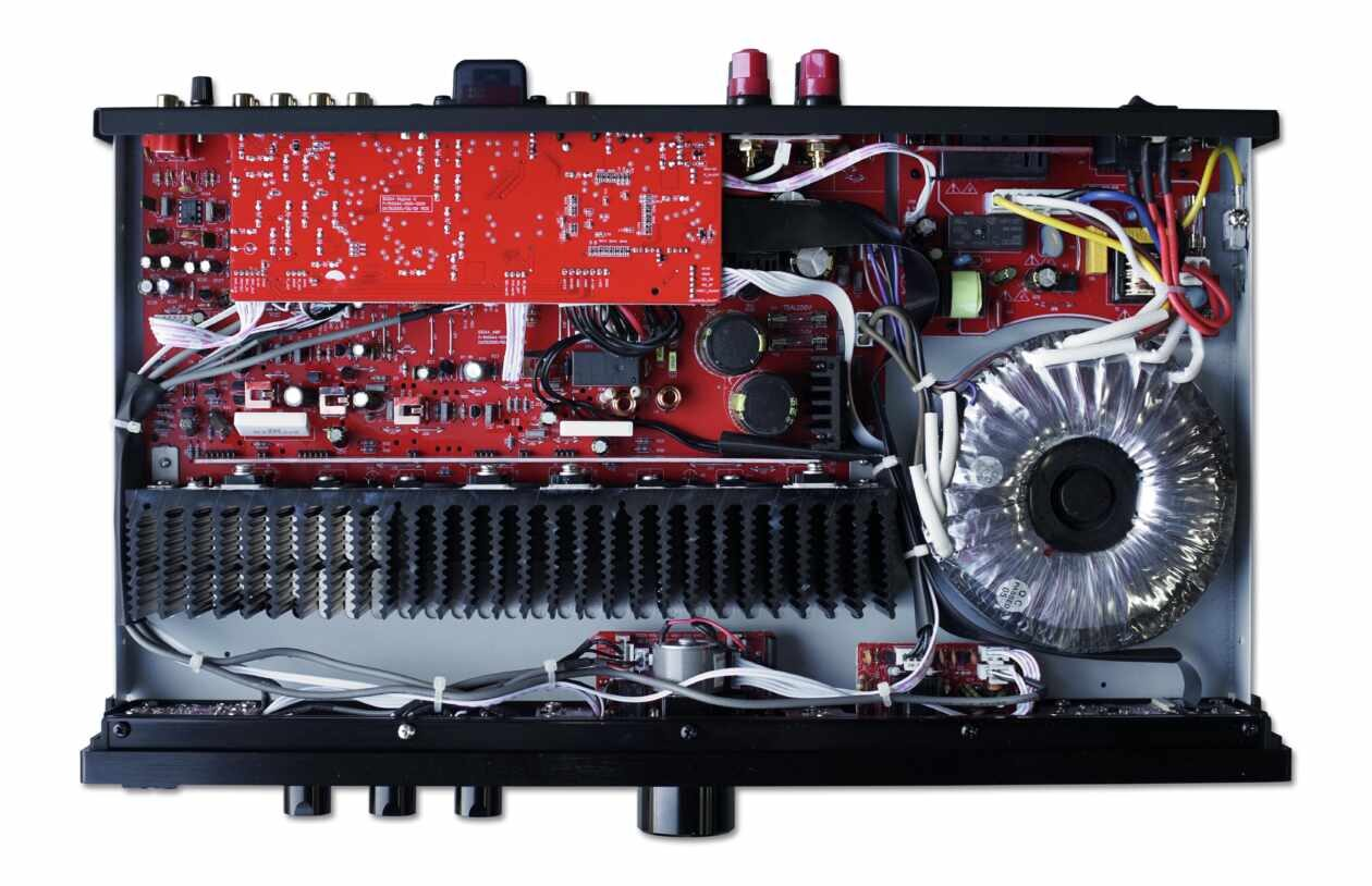 Der Ringkerntrafo im HiFi-Stereo-Vollverstärker BC Acoustique EX-214