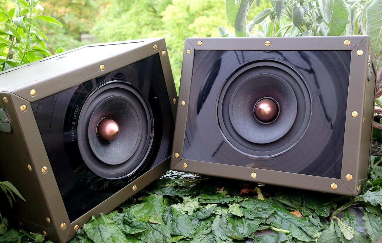 "Test der Breitband-Kompaktlautsprecher ""guerilla audio Modell 08/15""."
