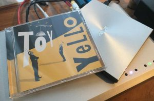 cover-yello-toy-asus-cd