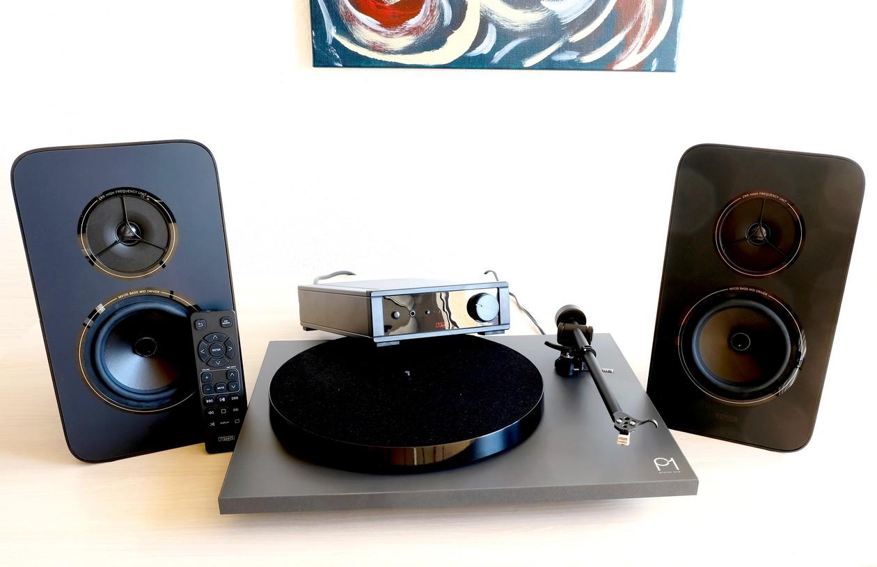 """""""Sounds Clever"""". Gute und günstige HiFi-Anlage von Rega mit Lautsprecher, Vollverstärker und Plattenspieler."""