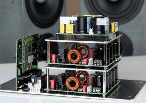 DSP-Verstärker der Betonart SYNO aktiv mit WISA-Modul