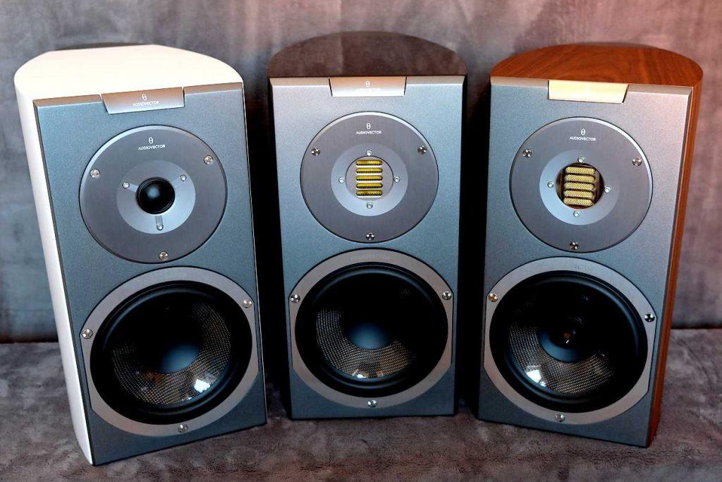 Die drei Kompaktlautsprecher Audiovector R1 Avantgarde, Signature und Arrete im Vergleich-Test