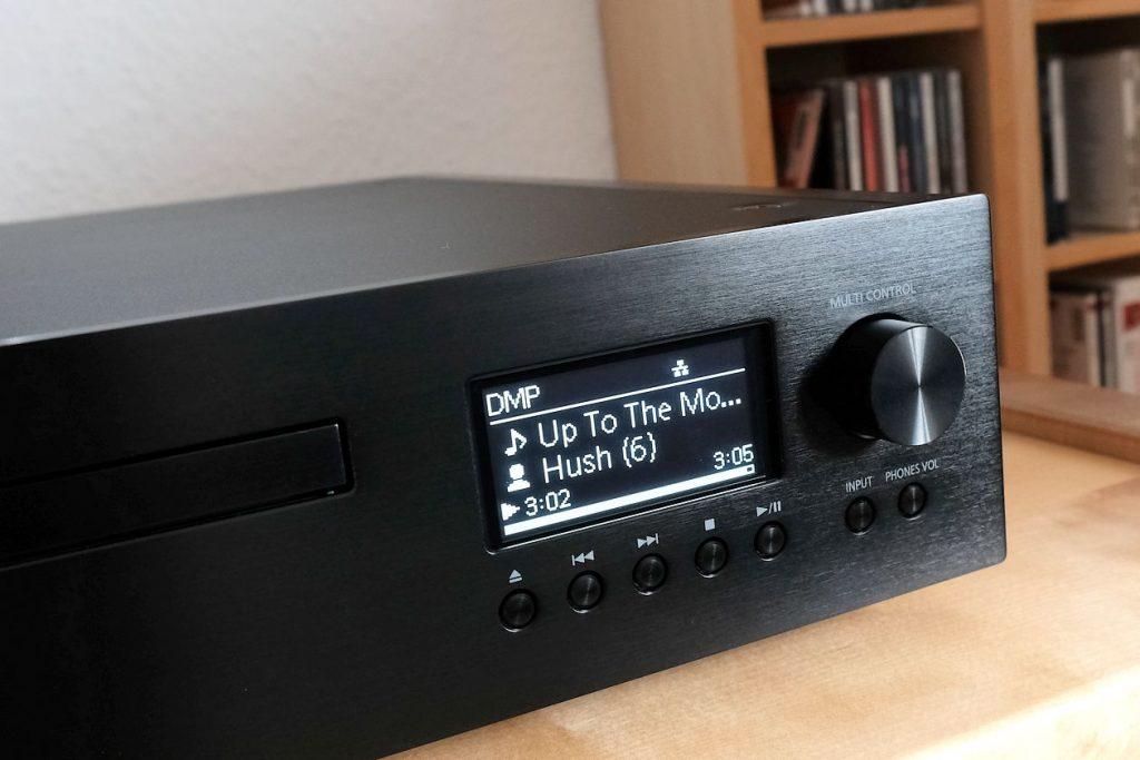 Display und Tastenfeld am Netzwerkplayer Technics SL-G700