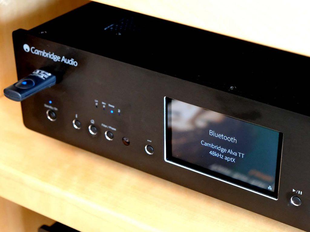 Der Plattenspieler Cambridge Audio Alva TT per Bluetooth aptX gepaart mit dem Netzwerkplayer Cambridge 851N