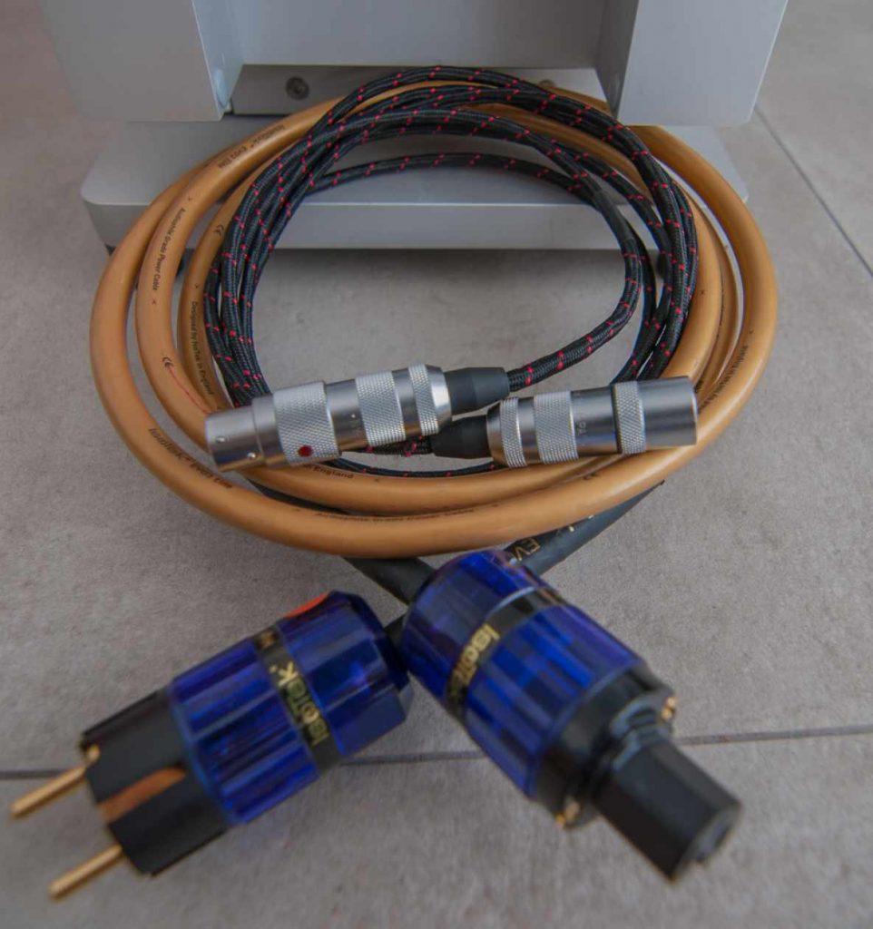 ISOTEK EVO 3 Netzkabel und WSS Platinum-Line KS200 XLR-Kabel
