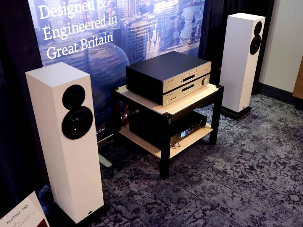 Cambridge Audio Vollverstärker AXA35 und CD-Spieler CXA35 an kompakten Standlautsprechern Kudos X2
