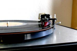 Plattentellerauflage Vertere Techno Mat auf dem Plattenspieler Dual CS 800 mit dem Tonabnehmer Ortofon 2M Red