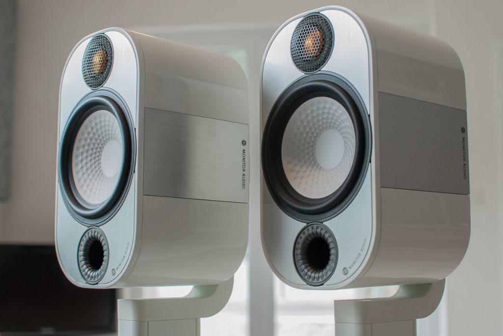 Monitor-Audio-Apex-A10-mit-Stativ-5