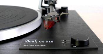 Wahlschalter für 33, 45 und 78 Umdrehungen am Plattenspieler Dual CS 518.