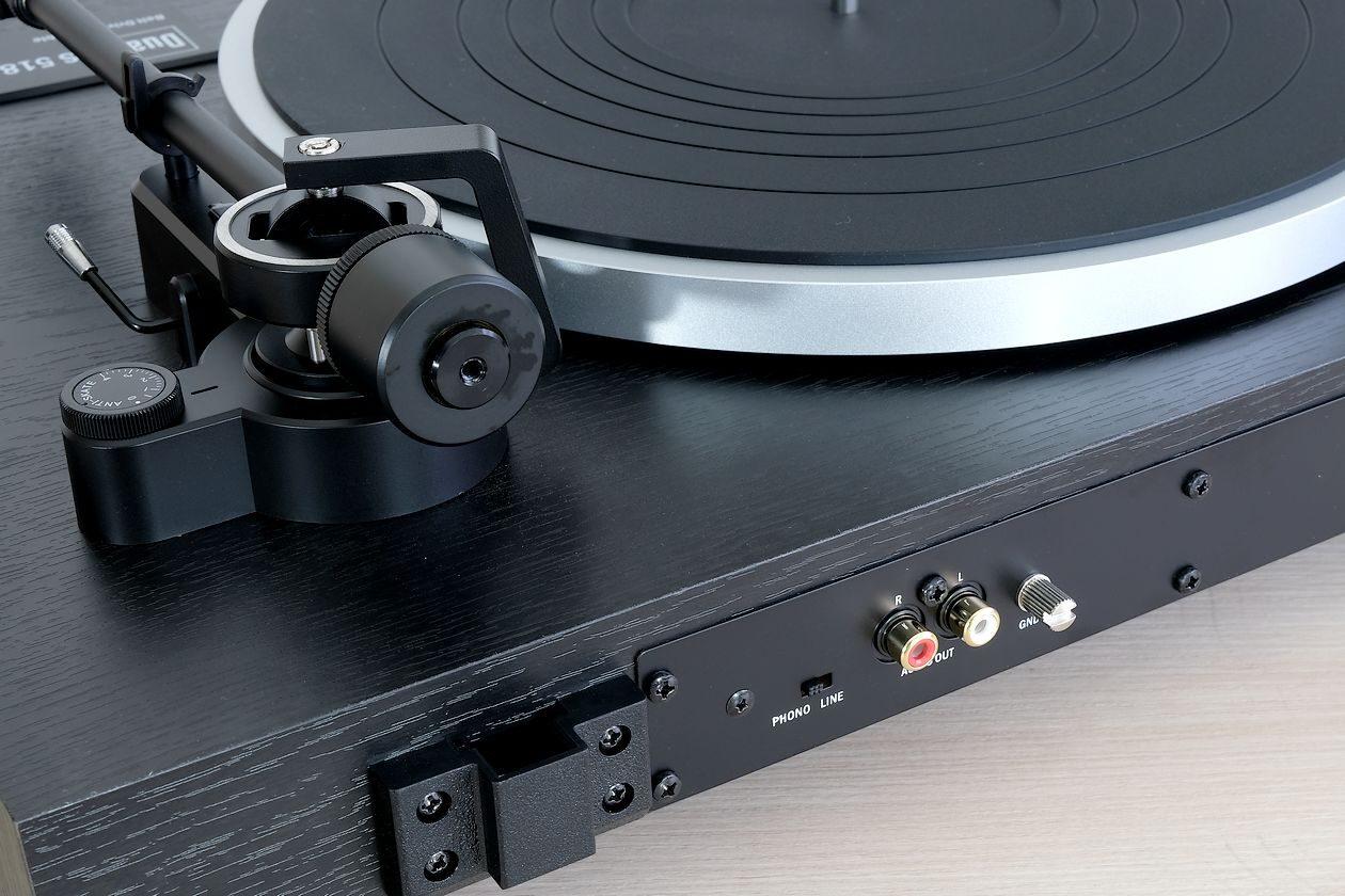 Phono-MM und Line-Ausgang am Plattenspieler Dual CS 518.